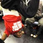 El más espectacular duelo de break dance en un vagón de metro es sensación en las redes
