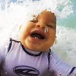 Vimeo: Bebé de 9 meses surfeando se convierte en exitoso viral
